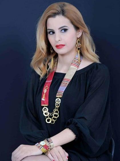 Un coffret montre avec collier et boucles d'oreilles ( tissue traditionnel en soie rouge) Mahlek creations