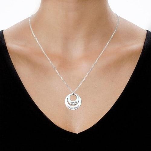 Collier personnalisé à deux anneaux argent – Un cadeau idéal pour femmes!