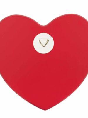 coeur en bois avec texte rouge