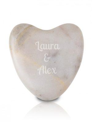 piedra en forma de corazon con grabado personal regalos es  fef