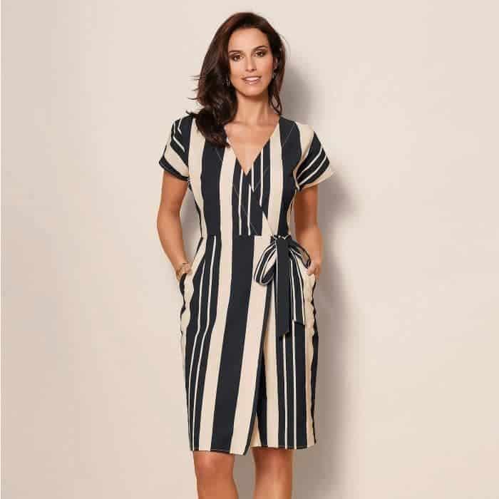 Portez des robes à rayures verticales