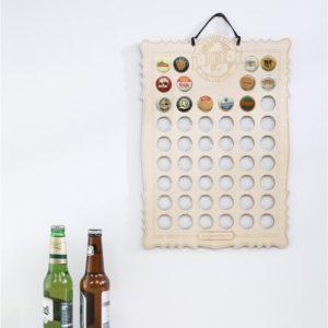 Affiche en bois – collection de capsules de bière