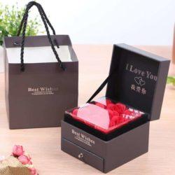 Fleur avec la boîte de souvenir