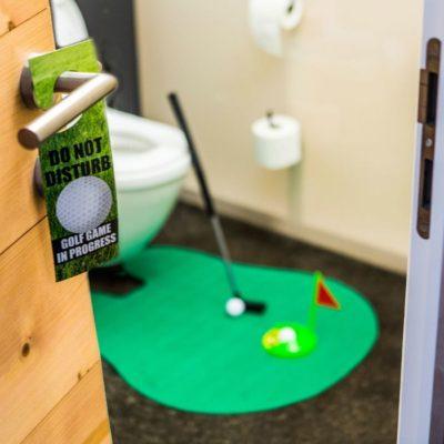 Jeu golf pour les toilettes